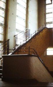 Treppenhaus Schule am Weinberg, Aufnahme von 1986, Hendrik Schink