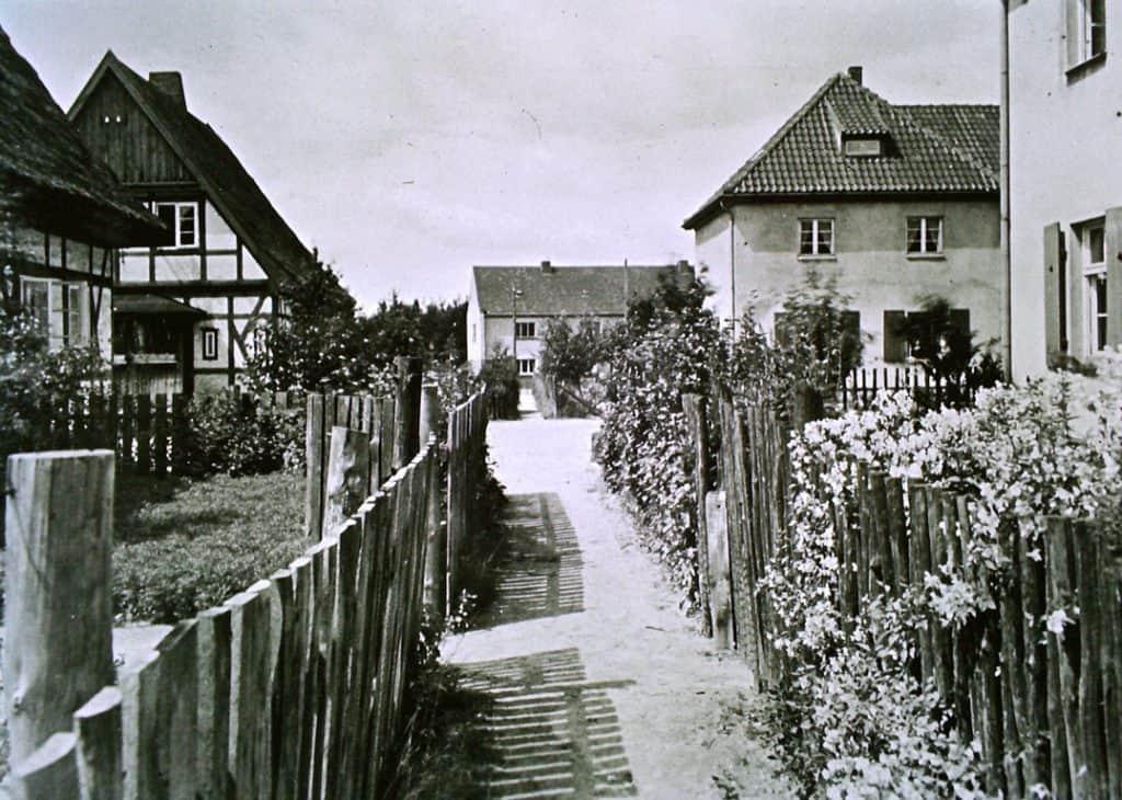 Blick in die Gärten Richtung Wohnhof 1928   Foto: Curt Warnke - ehemals Sammlung Gerlich, Kopie von 1986