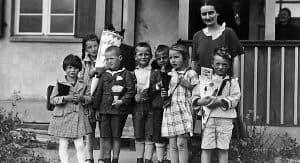 Schulklasse vor der Gildenhaller Schule, 1928 | Edition Rieger